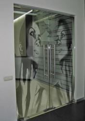 Стеклянные двери из закаленного стекла