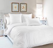 Белое и цветное постельное белье. Натуральные ткани,  оригинальный диза