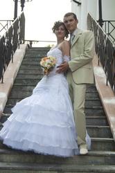 Продаю свадебное платье р. 44-46, цвет белый